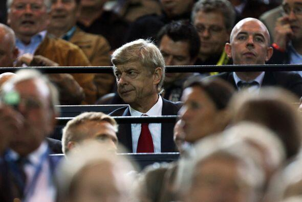 Su técnico, Wenger, tuvo que ver el partido desde la tribuna debido a un...