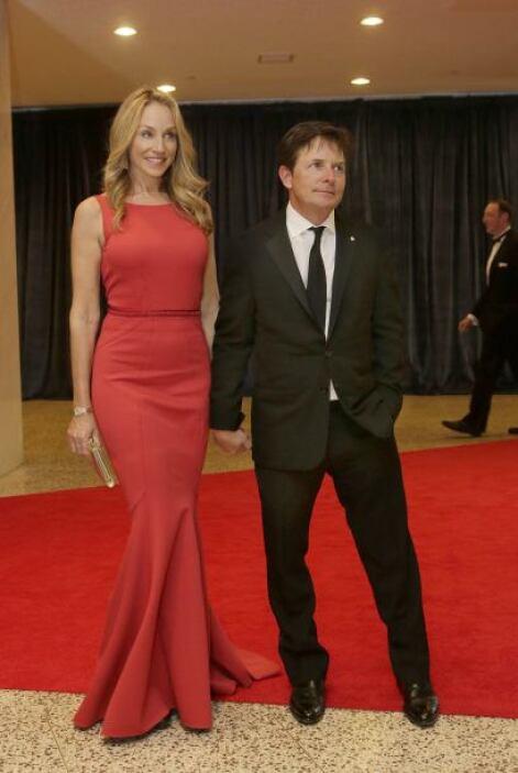 Michael J. Fox y su esposa. Mira aquí los videos más chismosos.