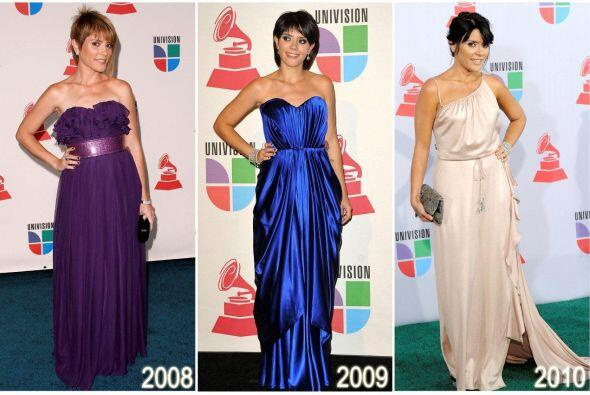 A la cantautora Kany García también le gusta mostrar los hombros.