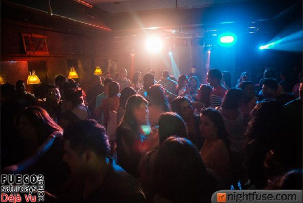 Con mucha salsa, merengue, bachata y reggaetón, el DJ Fuego calentó la n...