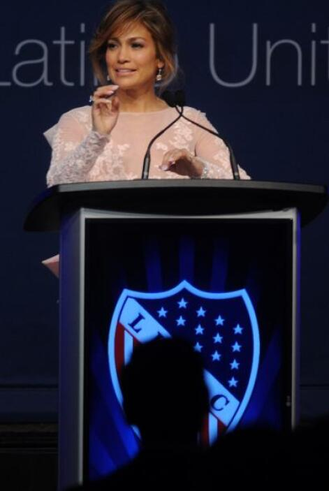 La cantante presentó a la Primera Dama en dicha convención.Mira aquí los...