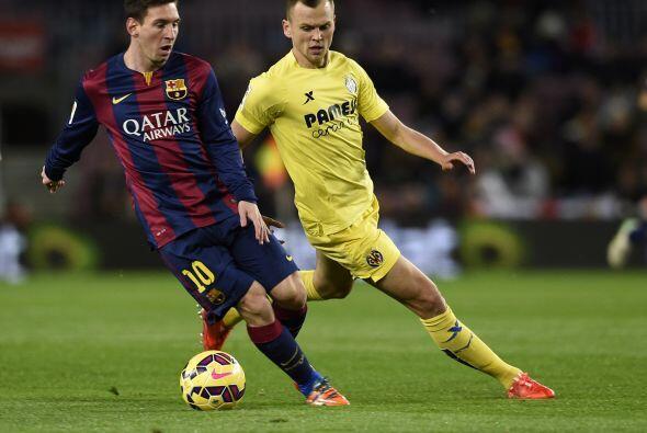 Barcelona comenzó el paritido ejerciendo presión sobre sus rivales.