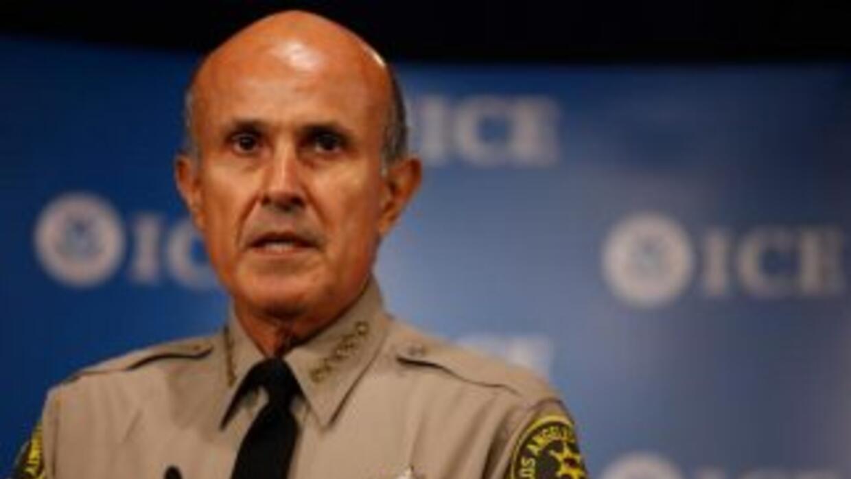 El alguacil angelino ha deportado más gente que Arpaio en el condado de...