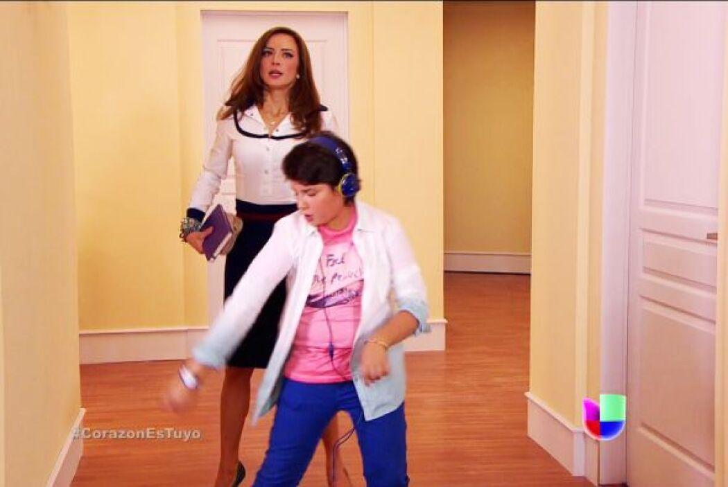 Y a Sebastián le encanta que le enseñes los mejores pasos de baile.