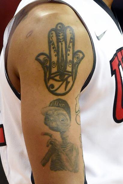 Tatuajes en el brazo derecho de Jelan Kendrick # 22 de los UNLV Rebels d...