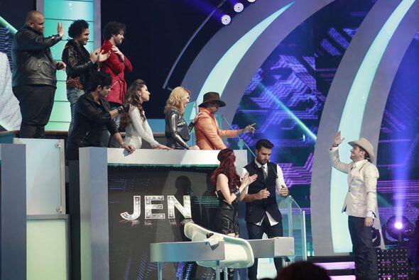 Dedicándole unas lindas palabras al equipo de Jen.
