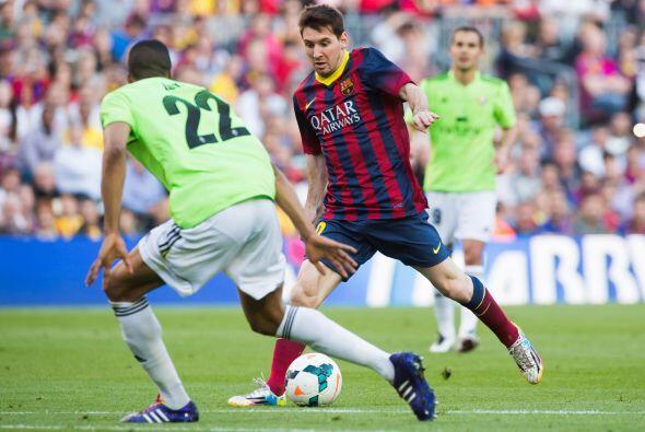 Para la segunda parte, Messi seguiría con su recital de recortes y jugad...