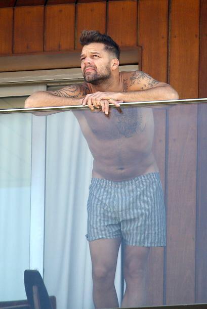 Ricky Martin dejó el buen vestir metido en la maleta de viaje, pues el c...