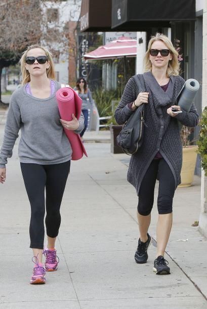 Reese Witherspoon y Naomi Watts también son adictas al yoga.