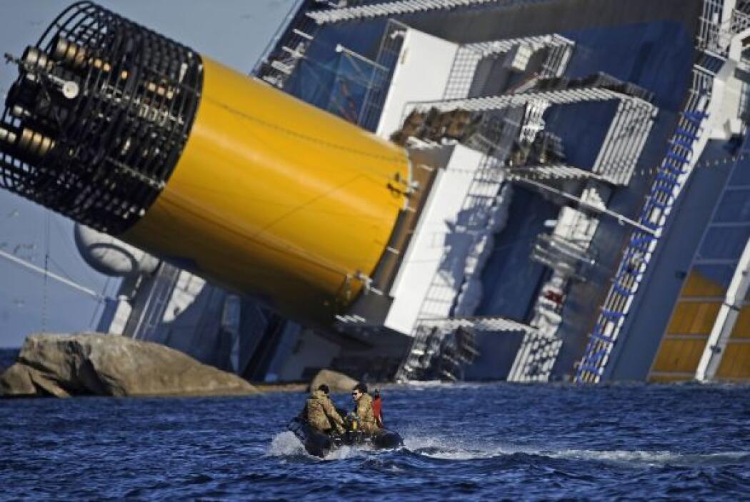 A raíz del accidente del lujoso crucero Costa Concordia, encallado el pa...