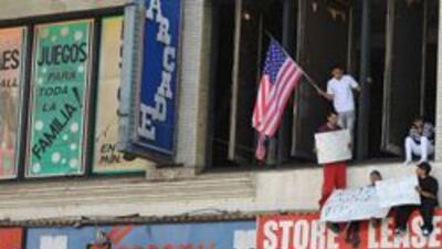 Negocios hispanos en Arizona obligados a cerrar por temor a la SB1070 b0...