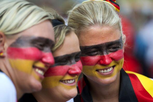 El trío belleza extrema, las alemanas quieren ver que su equipo gane el...
