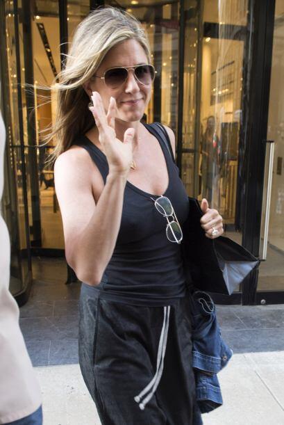 Sin duda, Jennifer Aniston se ve muy sonriente.  Mira los chismes del mo...