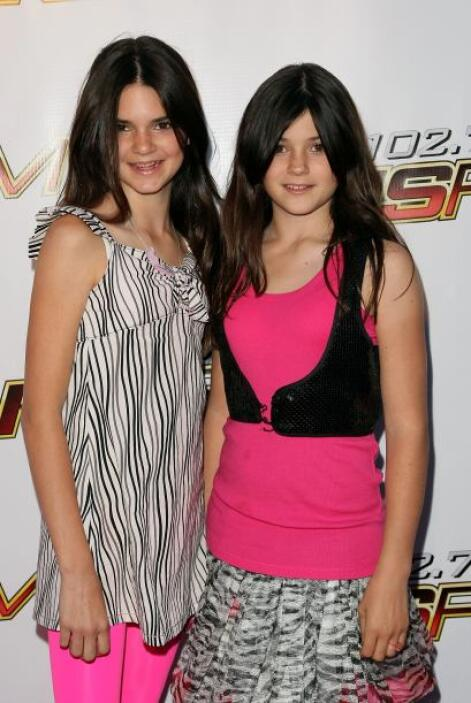 Kendall y Kylie Jenner, antes de brillar como hoy, estaban oscurecidas p...