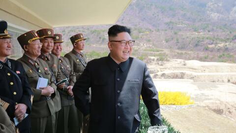 El líder norcoreano Kim Jong-Un en el desfile de las Fuerzas Especiales...