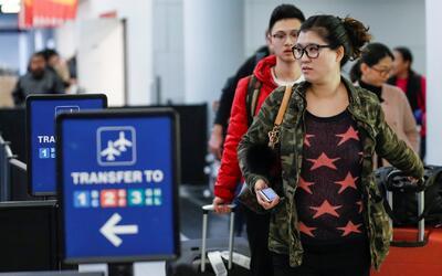 ¿Qué documentos debes llevar contigo si eres inmigrante y vas a viajar e...