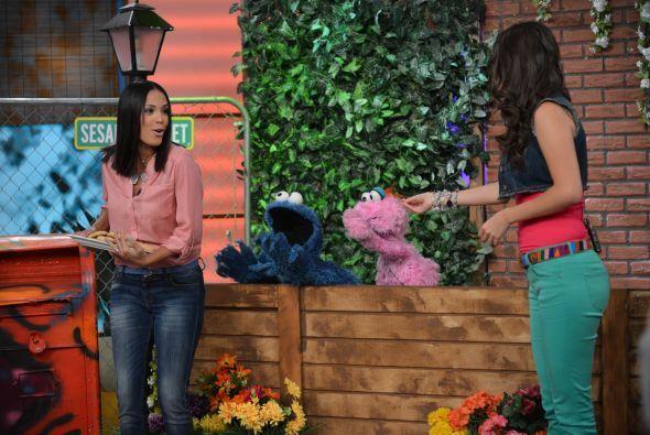 ¡Karla no escondas las galletas! El Cookie Monster seguro te guarda una.