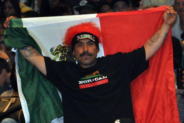 Los mexicanos estaban con su nuevo ídolo, Saúl  'Canelo' Alvarez.