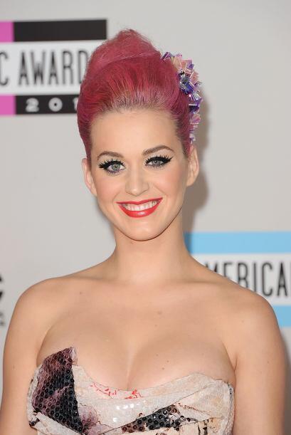 ¿Se han percatado que uno de los ojos de Katy es más pequeño que el otro...