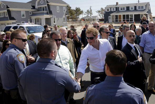El príncipe visitó las comunidades costeras de Mantoloking y Seaside Hei...