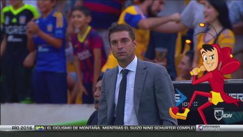 El partido Tigres-Pachuca contó con la presencia del Chapulín Colorado