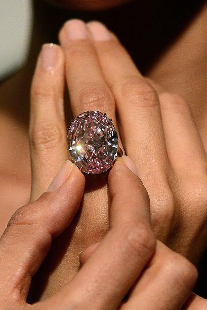 Y como la joyería no se quedó atrás, el anillo con...