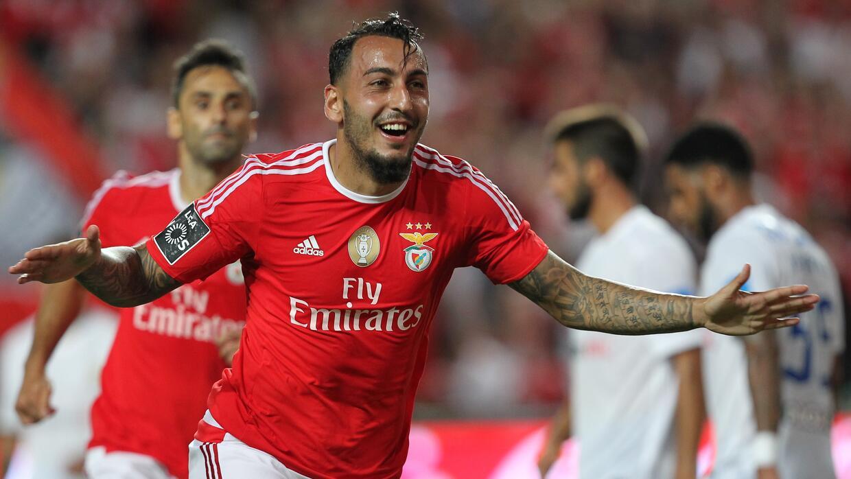 El campeón Benfica goleó sin Raúl Jiménez
