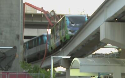 Vagón del MetroMover arrolló a dos empleados de construcción