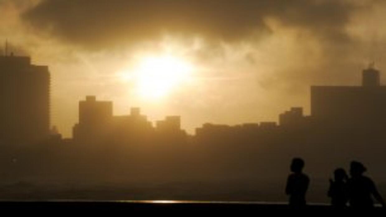 """Meteorólogos cubanos están """"preocupados"""" por la posibilidad de que un hu..."""