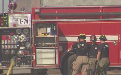 Movilización del cuerpo de bomberos por incendio en bodega de Elk Groove
