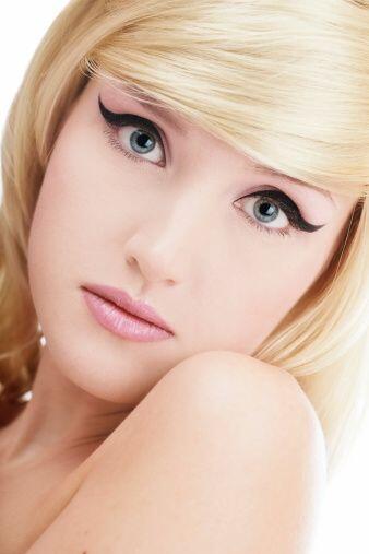 Si eres nueva en esto y es la primera vez que luces este 'make up' te re...
