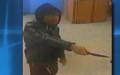 Buscan al sospechoso de robar y amenazar con un cuchillo a dos personas...