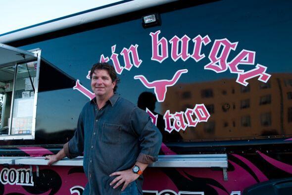 El camión gourmet pionero en Miami, el Latin Burger de Jim Heins, echó a...