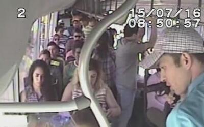 Ladrones despojan de sus celulares a más de 30 pasajeros de un autobús a...