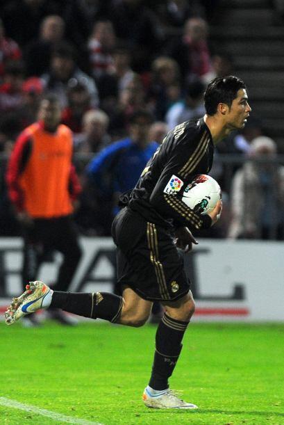 El portugués le sigue la pista Messi por el título de goleo.