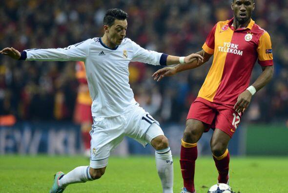 Higuaín estba aislado en el ataque.