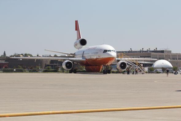 Estos aviones tienen en su vuelo una gran labor... aplacar el masivo inc...