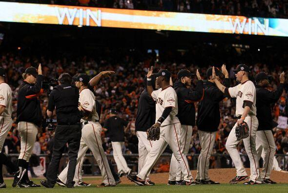 Así, los Giants de San Francisco sorprendieron estallando con sus...