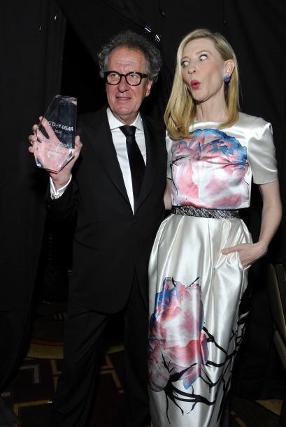 Cate Blanchett está MUY sorprendida de posar con Geoffrey Rush. M...
