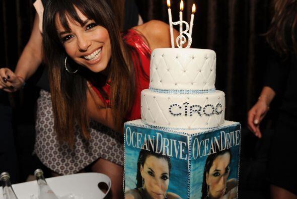 ¡Y Eva estaba feliz con su cake!, hasta parecía la niña del cumpleaños....
