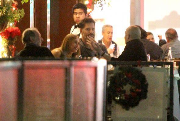 Los famosos dentro del restaurante.
