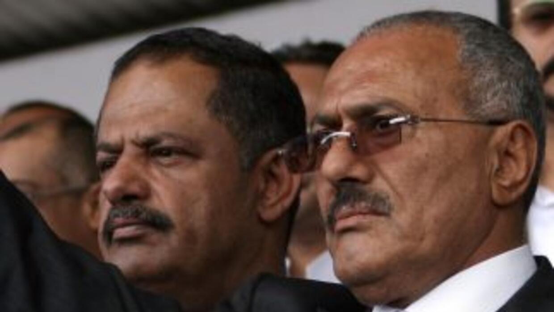 El presidente de Yemen, Alí Abdalá Saleh, permanece en el poder pese a u...