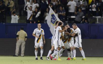 LA Galaxy celebra tras el triunfo ante Real Salt Lake en playoffs