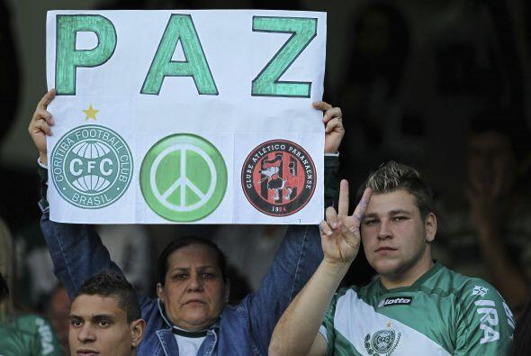 No está mal pedir paz antes de un partido de fútbol en un...
