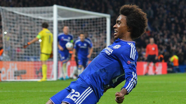William salva a Chelsea, que gana a Dínamo