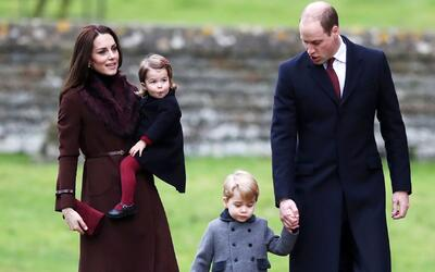 Los pequeños príncipes George y Charlotte de Cambridge se roban el show...