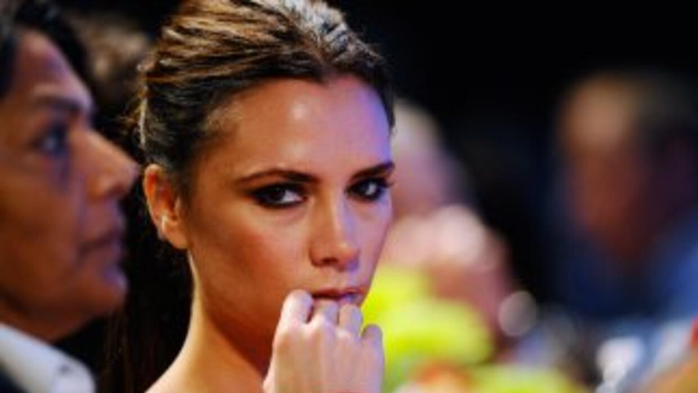 La diseñadora y ex cantante Victoria Beckham seguirá vistiendo a varias...