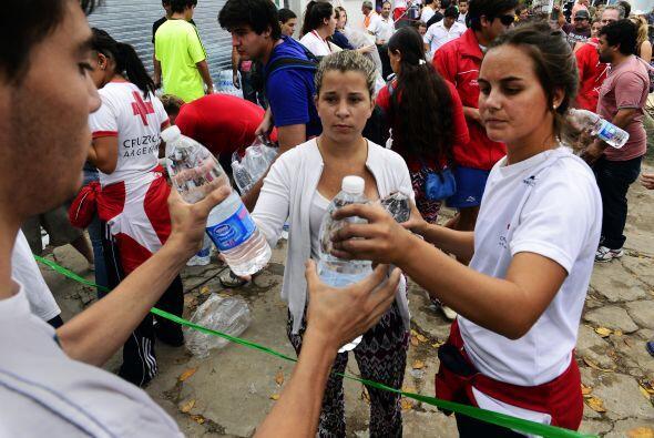 """Ahora se necesitan agua, mucha agua mineral, leche 'larga vida', a..."