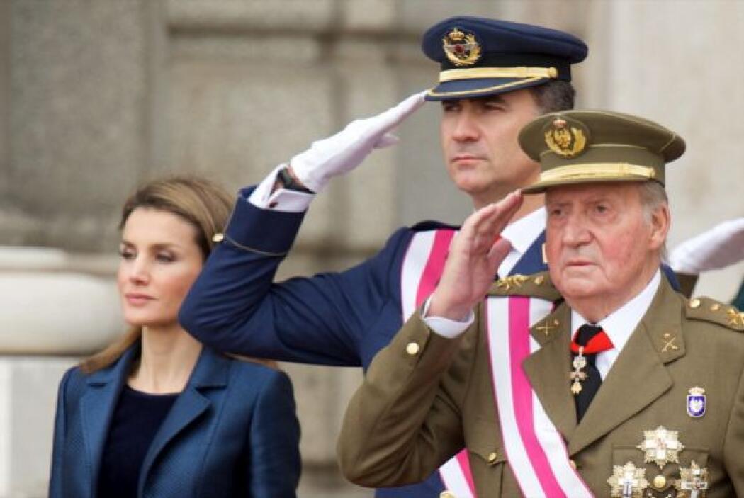 La noticia sobre que dejaba el trono español causó revuelo y sorpresa en...