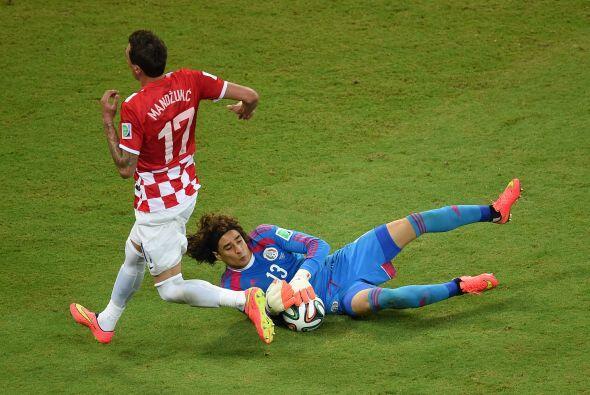 Tras terminar su contrato con Ajaccio, Ochoa participó en el Mundial de...